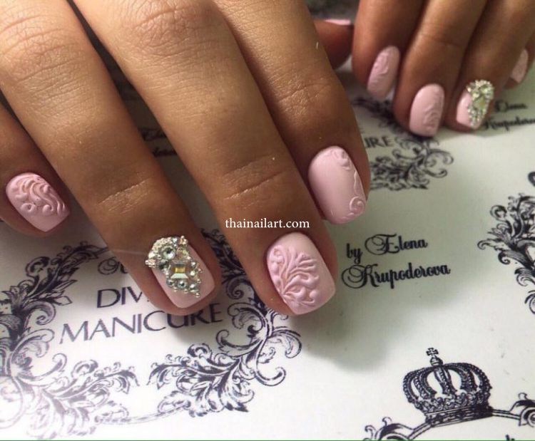 rhinestones-nails