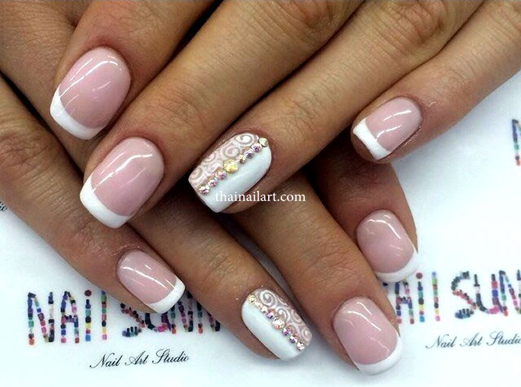lace-pattern-nails
