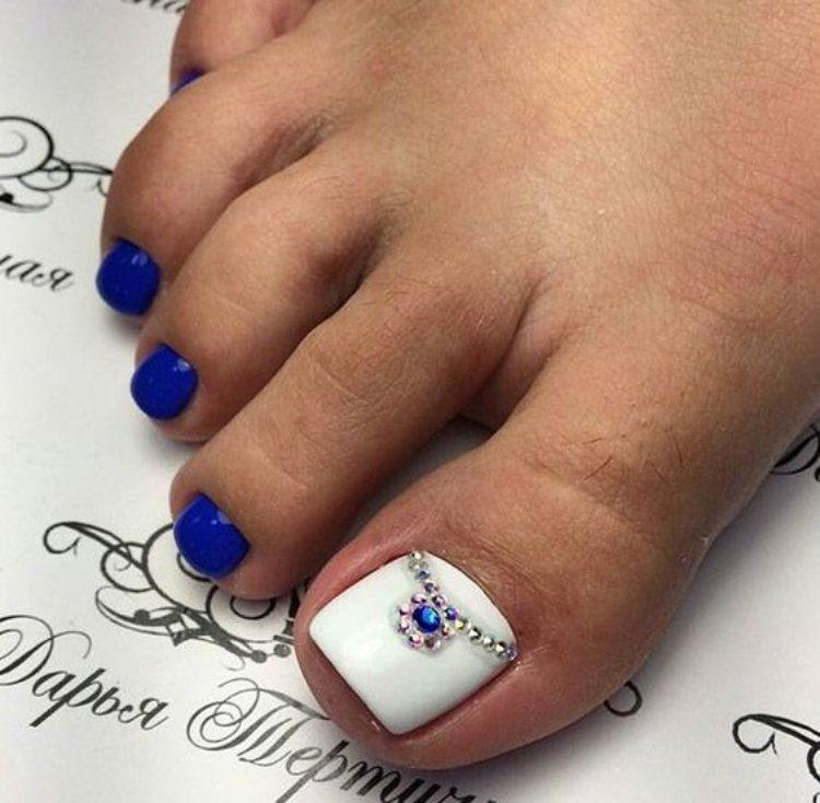Beautiful toe nails1